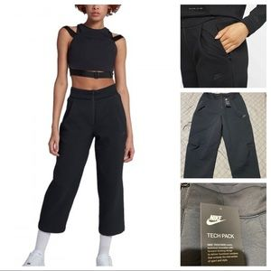 NIKE SPORTSWEAR TECH PACK WOVEN CROPPED PANTS SM
